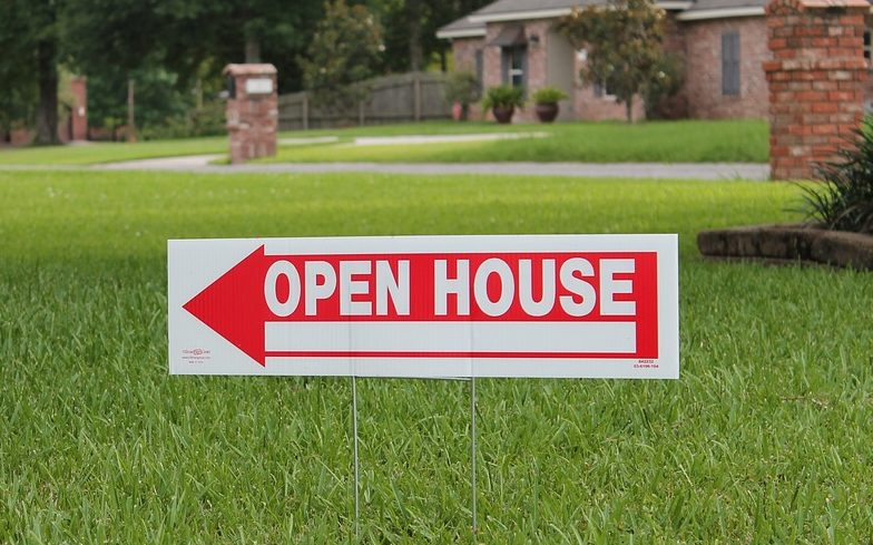 How Real Estate Signs Are Better Than Any Other Advertising When Selling A House.